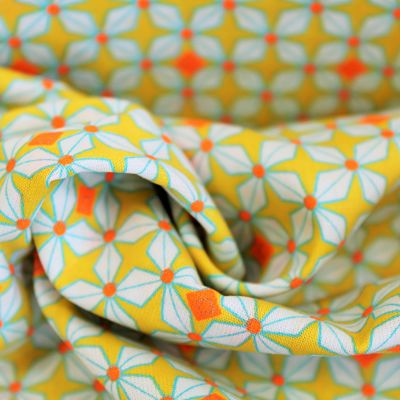 petit-pan-coton-enduit-jaune-fleur-blanche-point-orange-fluo