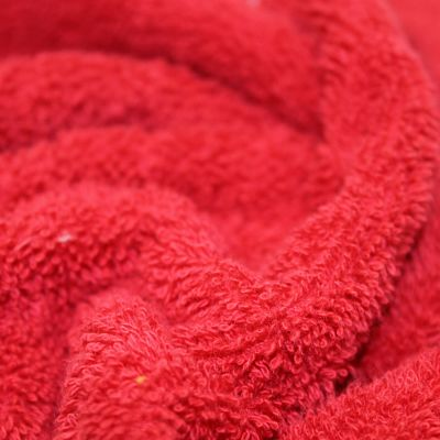 eponge-coton-rouge-carmin-bain-cape-serviette
