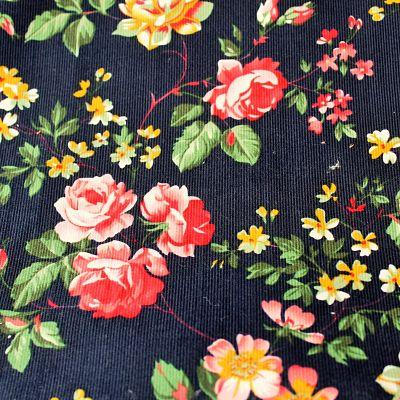 velours-milleraie-marine-grosses-fleurs-roses
